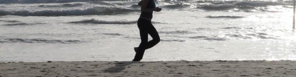 vrouw-hardlopen-strand